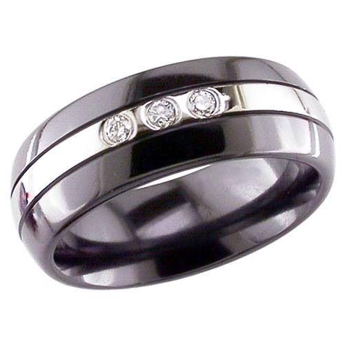 Vacker GETi ring tillverkad i svart och naturlig zirkonium och infattad med 3 briljant slipade diamanter. Ni hittar denna och 700 fler vackra ring modeler inne på Rings of Sweden hemsida