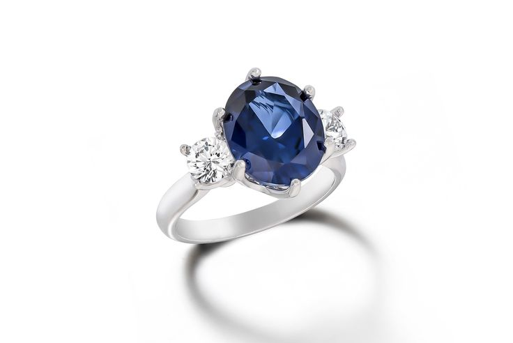 Stunning Australian Sapphire engagement ring with diamonds in 18ct white gold