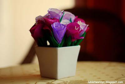Wiosenne krokusy stworzone z bibuły marszczonej  i wykałaczek :)    #wiosna #spring #kwiaty #flowers #kwiatyzbibuly #bibula #tissuepaper #crocus #krokus #DIY #howto #handmade #instructions #papercraft #lubietworzyc #sposobwykonania #instrukcja #jakzrobic