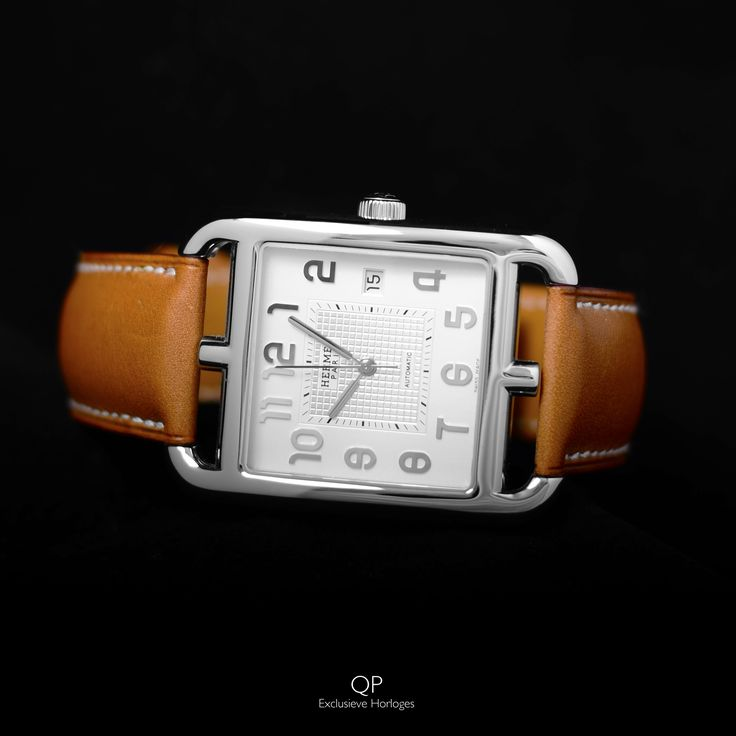 What do you think of the Hermès Cape Cod? The typical and quirky case design is quite unique, and also notice that the numerals resemble the case design!  #hermes #hermesparis #capecod #watches #horloges