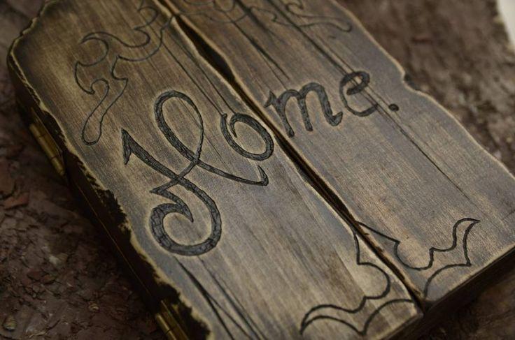 Triptic din lemn de tei decorat prin gravura si sculptarea lemnului