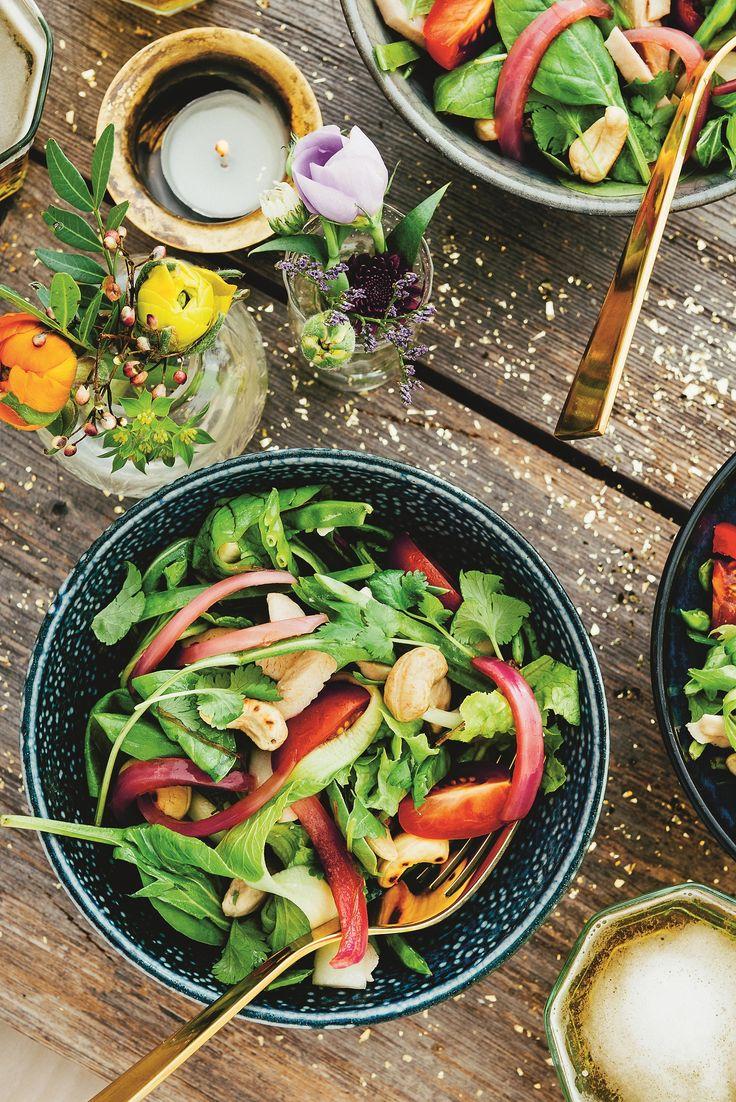 Vad sägs om en proteinfylld och knaprig sallad med smakrik dressing till middag…
