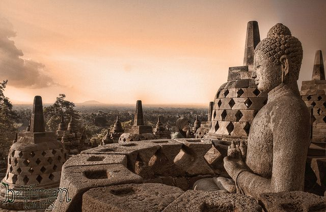 世界遺産 平和 ボロブドゥール寺院遺跡群の絶景写真画像  インドネシア
