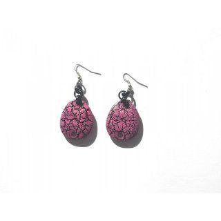 Ohrringe in pink mit auffälligem gesprenkelten Muster in schwarz - sehr leicht und angenehm zu  tragen