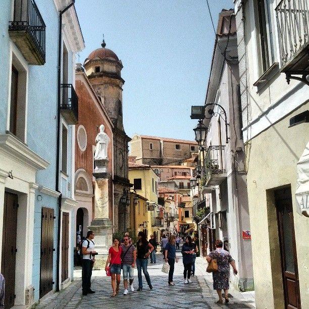 Maratea:viuzze del centro storico coi negozi