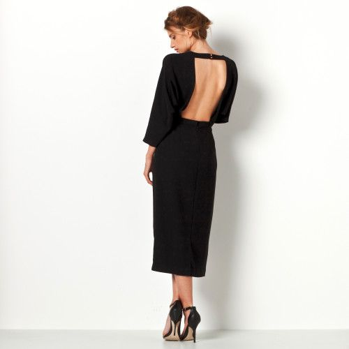 Subtilité d'un dos nu ultra féminin... Une robe longue qu'on porte autant en soirée qu'en petit dîner en amoureux...