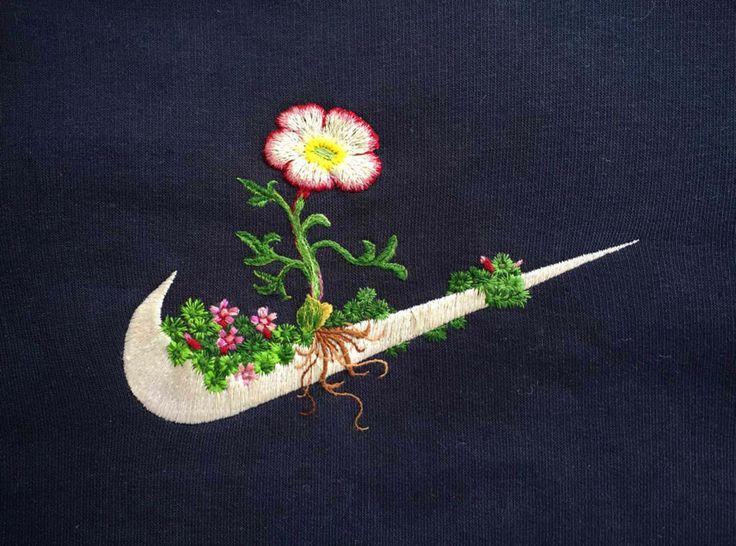 Bordando flores en los logos de marcas famosas, trabajo del artista islandés James Merry