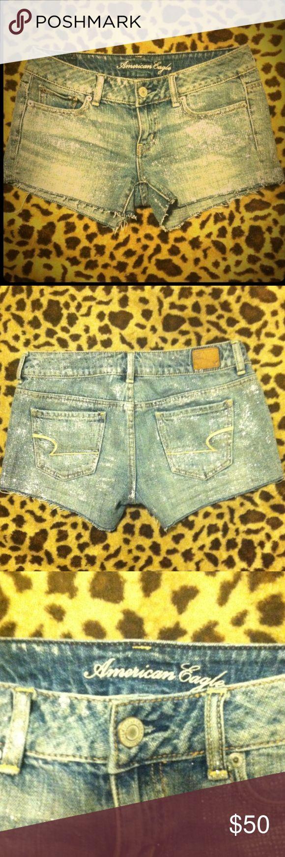 💎🆕American Eagle glitter shorts💎size 2💎 💎🆕American Eagle glitter shorts💎size 2💎new without tags💎the glitter sparkles💎so cute American Eagle Outfitters Shorts Jean Shorts