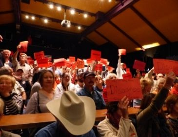 #Media #Oligarchs #MegaBanks vs #union #occupy #BLM #SDF #Humanity   HUNTER FACES TOUGH QUESTIONS AT A RAUCUS TOWN HALL IN RAMONA   http://eastcountymagazine.org/hunter-faces-tough-questions-raucus-town-hall-ramona   Around 300 people packed the Ramona Main Stage yesterday for a town hall meeting held by Republican Congressman Duncan Hunter, with about 750 more gathered outside and in a  nearby park to protest or show support for their representative.   Bill Finks from the American Legion in…