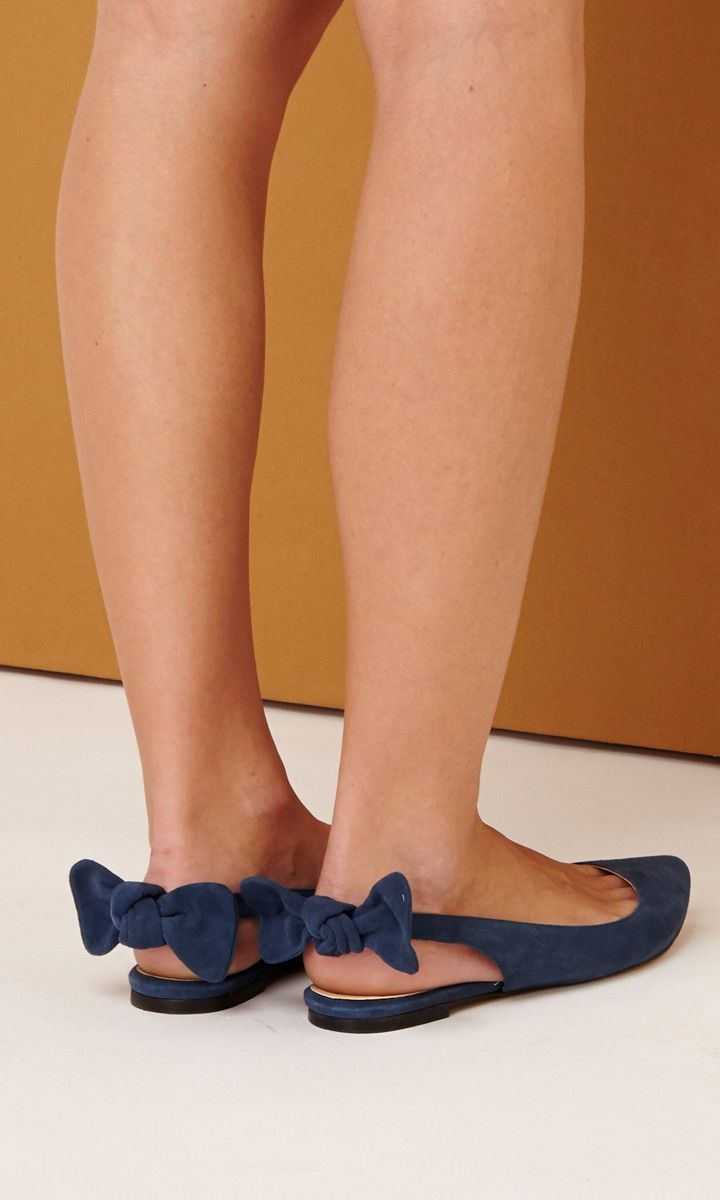 Slingback flat with a pointed toe and charming bow detail at back heel. These are just too cute