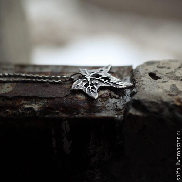 Купить Плющ, обнимающий камень ... - серебряный, черный, плющ, лист, растение, растительный мотив