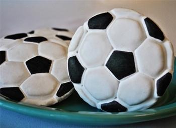 3-D soccer ball cutter