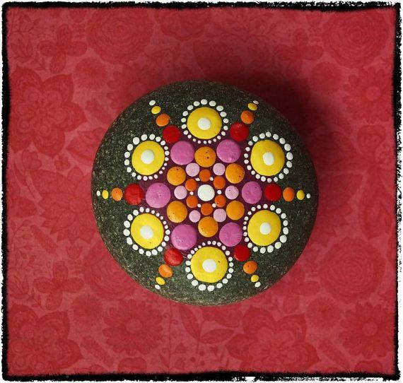 Joya gota Mandala pintado atardecer de piedra por ElspethMcLean