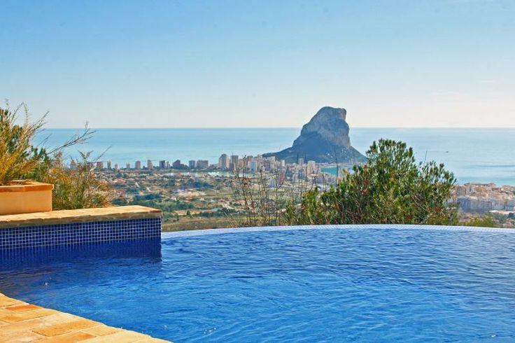 Watch the sun rise over the ocean while you take a dip into the pool. #Spain #atraveo #vacation #relax