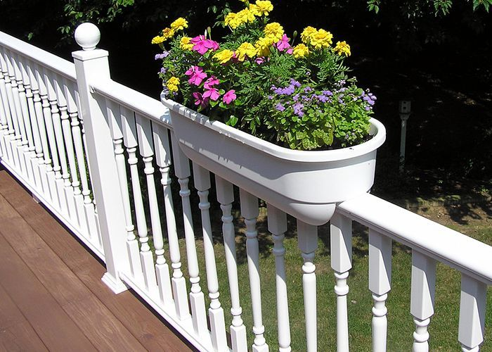 I don't love the color combination here, but definitely want some planters like this for our new deck.