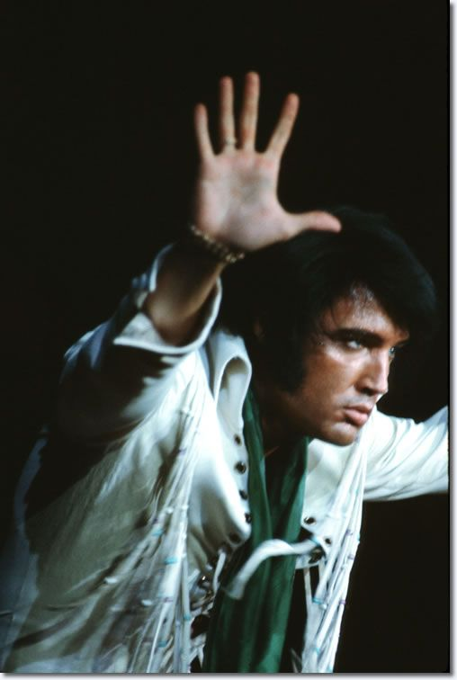 Elvis Presley : Phoenix, AZ : September 9, 1970 When Elvis Presley appeared before 13,000 people at the veterans Memorial Coliseum, Phoenix, Arizona at 8:30 pm on Wednesday September 9, 1970, he had not toured since October 1957. After the success of those first three Las Vegas seasons, it was decided that he would go back on the road again and re-establish his ties with a wider public.