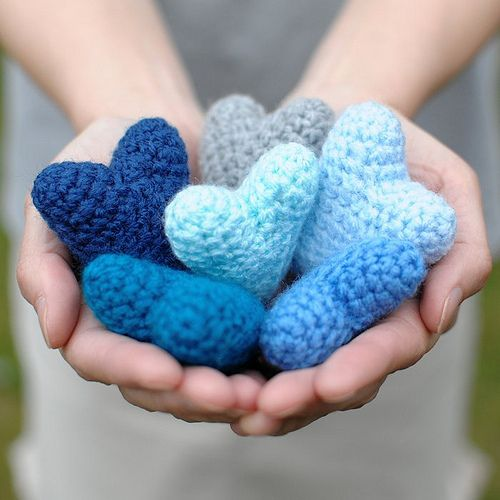 Blue knitted hearts | Cute idea