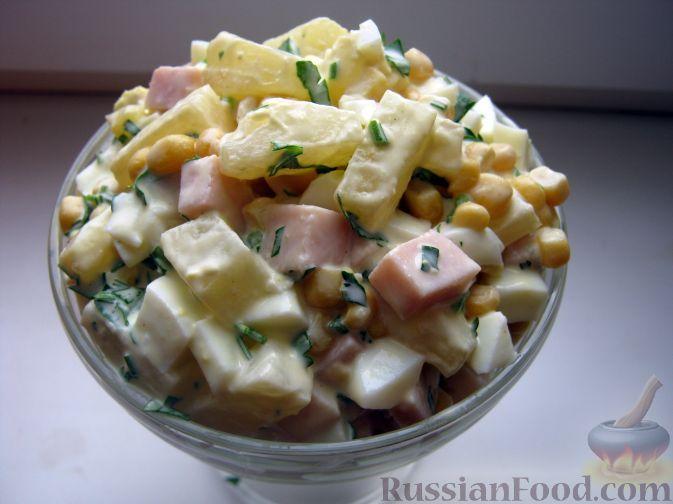 Фото приготовления рецепта: Салат с ветчиной и ананасами - шаг №7