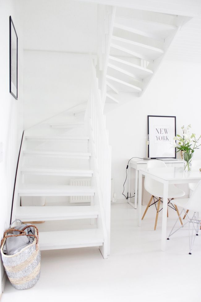 | Summer home | White interior | Hard wood floor | Modern home | Vitra | Eames Desenio |