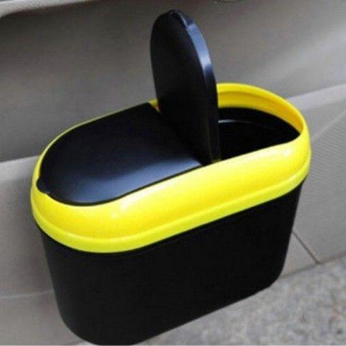 Caja de cereales como cubo de basura del coche