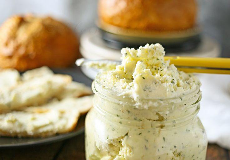 Italské česnekové máslo