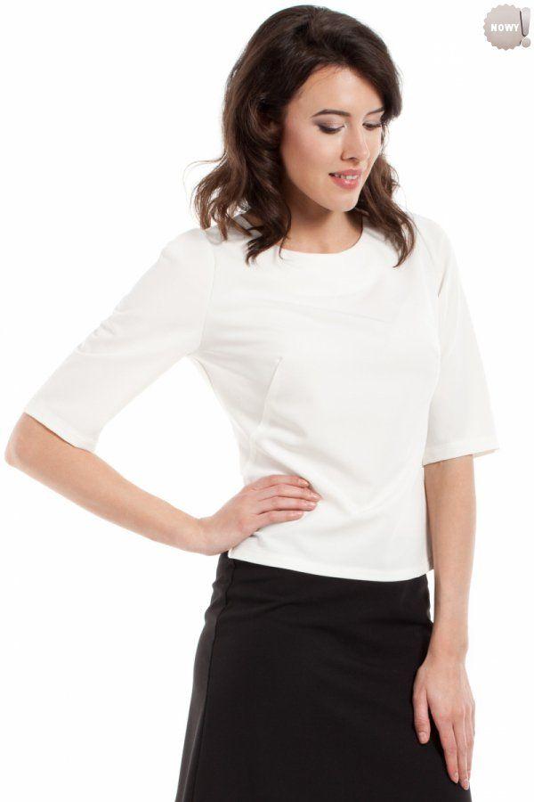 Gładka bluzka damska z krótkimi rękawami, zapinana z tyłu na kryty zamek błyskawiczny. #bluzka #damska #elegancka #kobieta #moda #trendy #biel