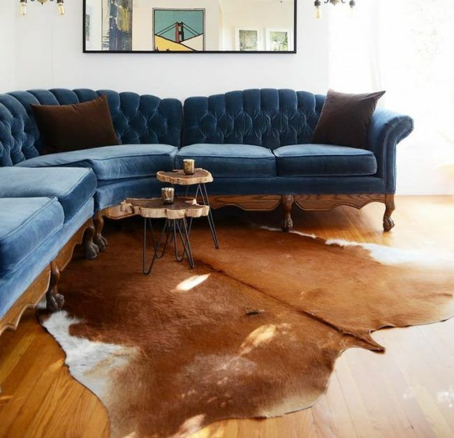 kuhfell-teppich-sitzecke-ecksofa-blau-braun-fell Ideen fürs neue - Kuhfell Teppich Wohnzimmer