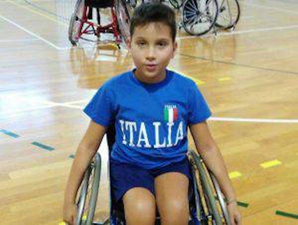 Nicola, paralizzato dalla nascita: 'Cerco qualche bimbo in carrozzina come me. Sono solo...' - http://www.sostenitori.info/nicola-paralizzato-dalla-nascita-cerco-qualche-bimbo-carrozzina-solo/268184