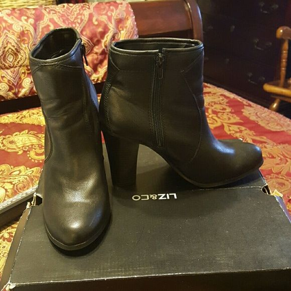 Ladies Black ankle boots 8M (B) LIZ & CO BLACK 3 1/2 inch hell has a lil chipping of paint on the inside of the heel in pic #2 willing to take an offer LIZ & CO  Shoes Ankle Boots & Booties