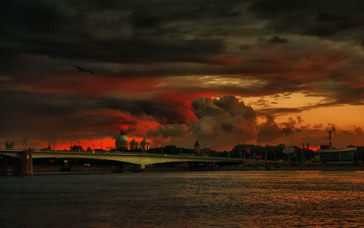 Best of the day  Photo: Мост Александра Невского  Photographer: Viktor Gor http://photoliga.com/photos/2946726  More best photos here:  http://photoliga.com/photos  #bestfoto #bestofthebest #photographer #topphoto #photography #photoligacom #bestfotooftheday