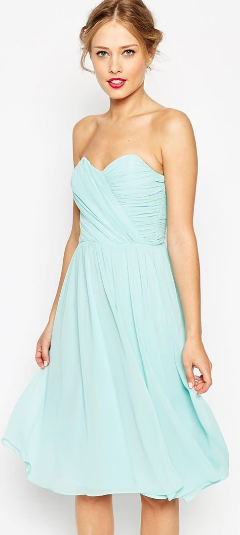 Sky blue dress with a sweetheart style neckline http://www.theperfectpalette.com/2015/06/bridesmaid-dresses-that-wont-break-bank.html