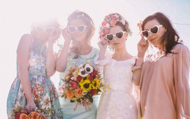 Fun met de meiden! #bruiloft #trouwen #bruidsmeisjes #vrijgezellenfeest #thema #idee #inspiratie #vriendinnen Lees ook: Met deze 4 type vriendinnen op je vrijgezellenfeest komt 't goed! | ThePerfectWedding.nl | Fotocredit: Jenny Sun Photography