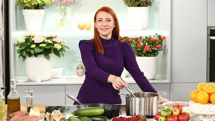 Szybki Przepis Na Niedzielny Obiad Mariety Mareckiej Zupa Z Imbirem Kotleciki Cielece Ciasto Z Malina Dresses With Sleeves Cooking Recipes Dresses For Work