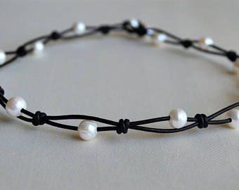 Perlen auf Lederhalskette Perlen Lederhalskette Kurze Lederhalskette Pfauenblaue Perle Damen Lederhalskette Boho