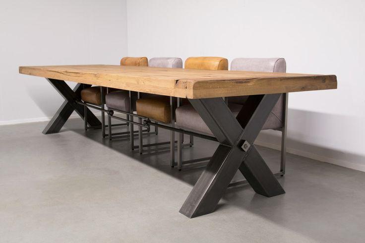 Industriële tafel met metalen X-poot met metalen Trekstang - Massief Eiken - Art. 249