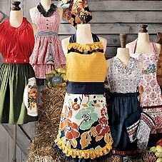 Papavero Vintage-Inspired Apron at Sur La Table See the one in the back- right side