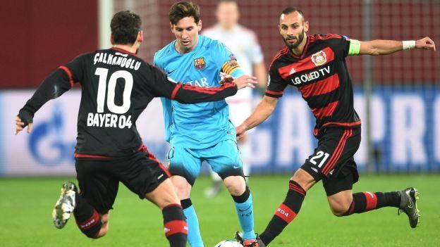 BARCELONA VS. BAYER LEVERKUSEN. PREVIA Esta tarde, el Barcelona juega ante Bayer Leverkusen por la fecha 6 de la fase de grupos de la Champions League. Para este duelo, los azulgranas llegan clasificados y con el primer lugar del grupo asegurado, mientras que los alemanes buscarán los octavos de final.