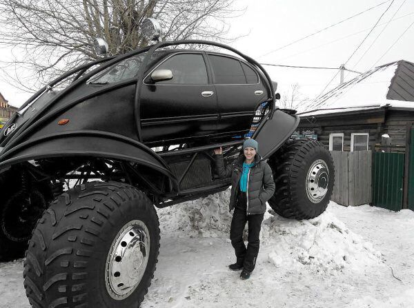 [Identified] This is a custom monster truck based upon a Nissan Maxima, made by a guy in Russia. (source updated)