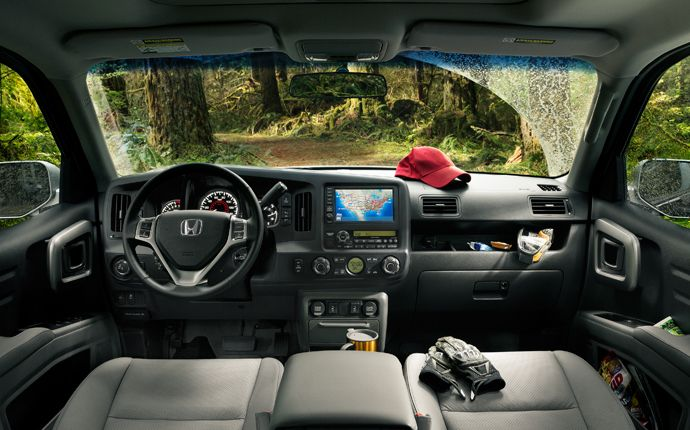 Like all Honda vehicles, the Ridgeline's interior is designed with a world-class level of refinement, comfort and ease of use.