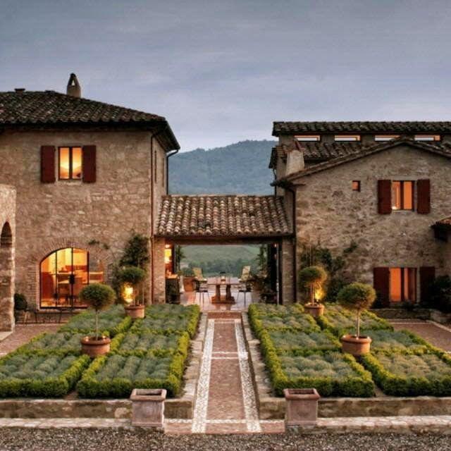 Oltre 25 fantastiche idee su case con esterni in pietra su for Case in stile castello