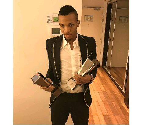 What is Headies? Pana crooner, Tekno flaunts his awards and wads of cash (Photos)