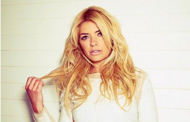 """This Morning"": taglio di capelli in diretta per Holly Willoughby. http://www.sologossip.com/2015/09/17/this-morning-taglio-di-capelli-in-diretta-per-holly-willoughby/"