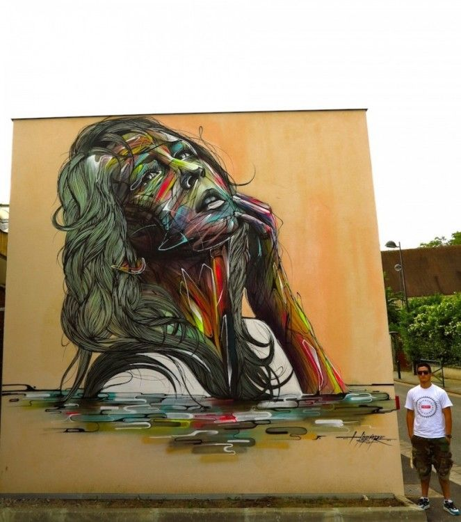 mujer pintada en un muro con cara de nostalgia
