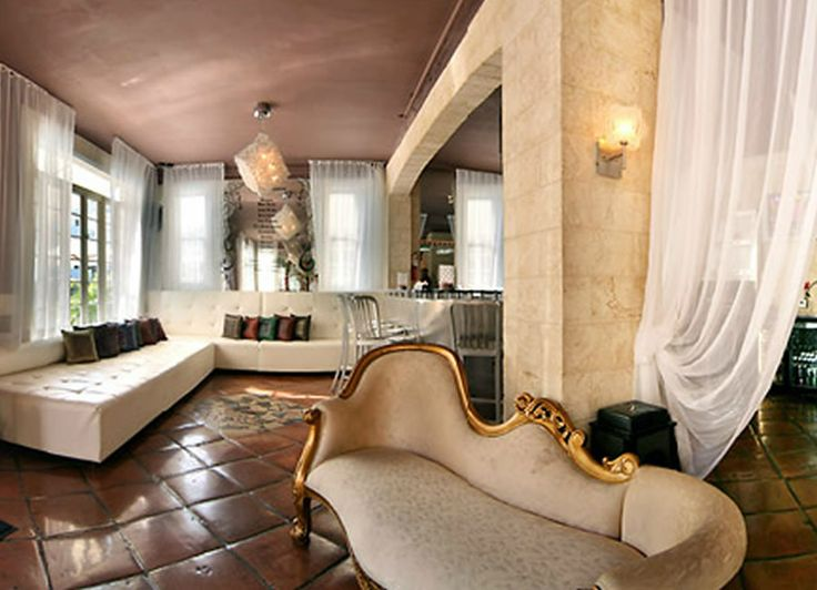 44 best images about eclectic design mixing old new on for Vintage hotel decor