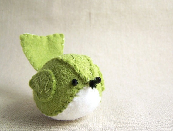 Felt bird - I could make a pattern from this image and try different birds...