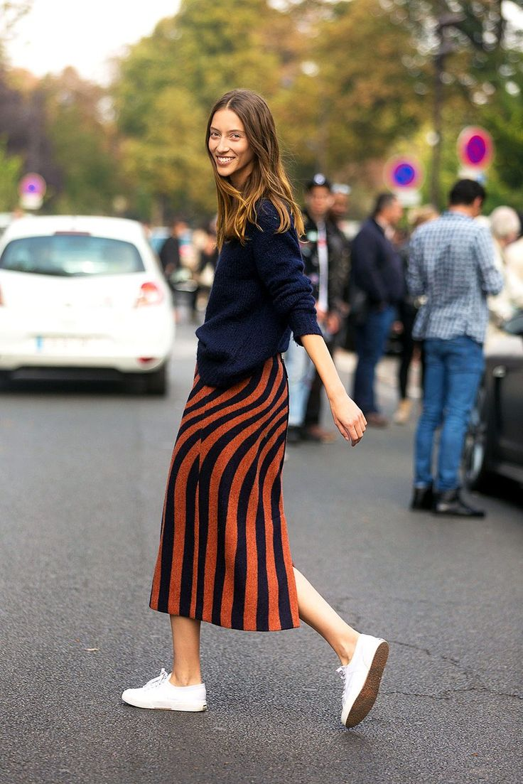 Fall Weekend Outfit Inspiration — Alana Zimmer Street Style, Navy Sweater, Str…
