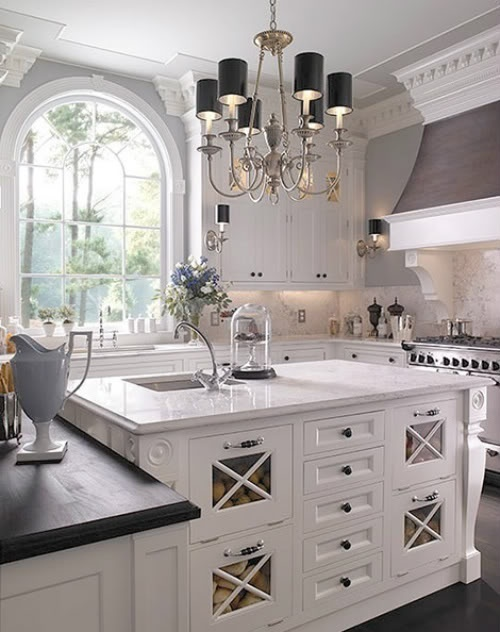 So many beautiful design features in this glamorous white kitchen!!