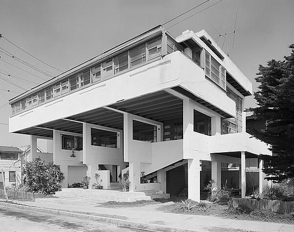 Schon Lovell Beach House, Newport Beach CA (1926) | R.M. Schindler