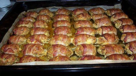 Máte svůj tradiční recept na rodinnou sekanou? Majoránka, česnek, sůl, pepř a vajíčko? Podle našeho receptu, o který se s Vámi dnes podělíme, si můžete sekanou vyzkoušet i jinak. Je doplněná o slaninu. Jde o gurmánský zážitek, který si můžete dopřát k běžnému víkendovému obědu. Pokud jste pozvali na oběd i hosty, nebo rodinu, zabodujete