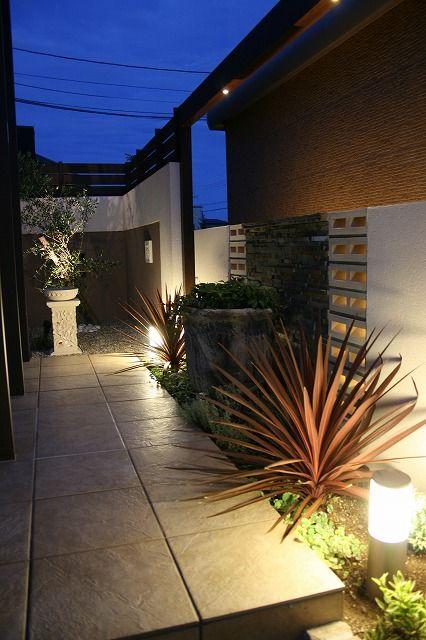 大人の南国風リゾート グリーンステージ 福井県Y様邸 Spectacular garden lighting by lighting professionals. Enjoy a dramatic, romantic, even mysterious scene comparing to a day time.